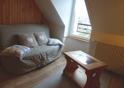 Appartement Les Crêtes, le sejour avec canapé et table